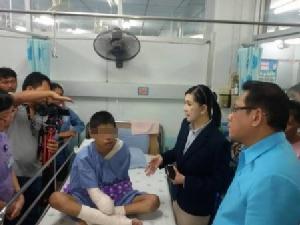 เศร้า..เด็กชายวัย 13 ปีรับจ้างก่อสร้าง ถูกไฟช็อตแขนไหม้ทั้งสองข้างต้องตัดทิ้งพิการตลอดชีวิต