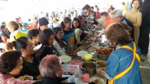 สำนึกคุณแผ่นดินไทย ชาวไทยเชื้อสายเวียดนามตั้งโรงทานเลี้ยงไม่อั้นถวายพระราชกุศล ร.๙(ชมคลิป)