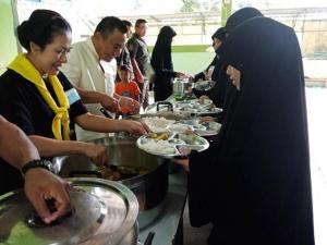 ผู้ว่าฯ ปัตตานี นำจัดกิจกรรมเลี้ยงอาหารเด็กด้อยโอกาส ที่มูลนิธิเด็กกำพร้าปัญญาเลิศ