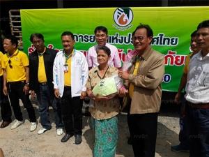 รองผู้ว่าการยางแห่งประเทศไทย ลงพื้นที่สงขลาช่วยเหลือชาวสวนยางที่ถูกน้ำท่วม