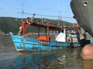ไม่หมดจริง! ทัพเรือสงขลาจับเรือประมง 2 ลำ ทั้งไทย-เวียดนาม ลอบทำประมงผิดกฎหมาย