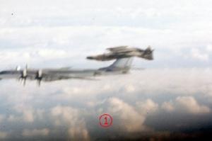 """สิ้นสุดข้อสงสัย 40 ปี ตอนขึ้นสกัด Tu-95 """"พี่หมีใหญ่"""" เหตุใด F-4 """"แฟนทอม"""" สหรัฐบินหงายท้อง?"""