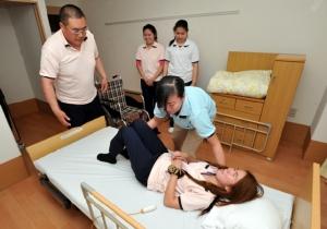 """ญี่ปุ่นตั้งศูนย์ฝึกอบรมผู้ดูแลคนชราในไทย หวังเปลี่ยนค่านิยม """"กตัญญู ดูแลเอง"""""""