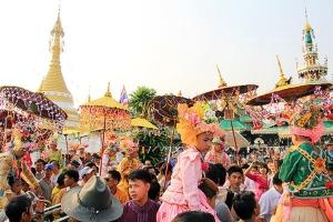 """""""ปอยส่างลอง"""" บวชเณรชาวไทยใหญ่เมืองสามหมอก"""
