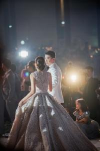 """เปิดภาพงานแต่งคู่รักหมื่นล้าน """"มาร์กี้-ป๊อก"""" กับชุดเจ้าสาวสวยหรูดูแพงหนัก 37 กิโลฯ"""