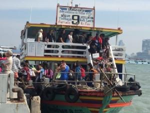 ชั่วโมงต้องมนต์! นักท่องเที่ยวกระหึ่มเกาะล้านทะลักท่าเรือบาลีฮายส่งท้ายปี