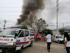 เอาอยู่แล้ว..ไฟไหม้โรงงานนิคมฯลำพูน พบโรงผลิต-เก็บสารเคมีวอด จนท.-พนักงานเจ็บรวม 5 คน