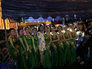 ไม่มีถอย..ไทย-พม่า ร่วมเคานต์ดาวน์เต็มหน้าด่านฯแม่สาย กลางสายฝน