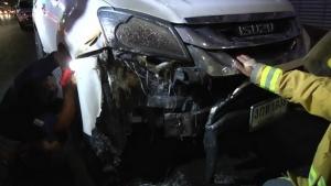 หวิดดับ! งีบในรถยนต์ เกิดไฟลุกไหม้หน้ารถ โชคดีเจ้าหน้าที่ช่วยดับเพลิงได้ทัน