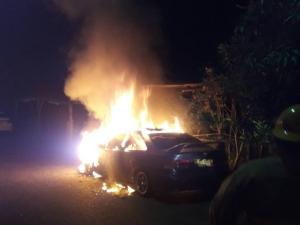 เผาวอด! เพลิงไหม้รถยนต์จอดทิ้งไว้กลางเมืองภูเก็ต เร่งหาเจ้าของ