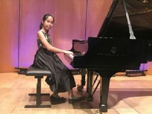 """สาวน้อยแชมป์เปียโนระดับโลก """"ด.ญ.อริยา เหล่าธิติพงศ์"""""""