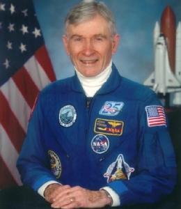 """In Clip:""""จอห์น ยัง"""" มนุษย์อวกาศสหรัฐฯที่เคยเหยียบดวงจันทร์ เสียชีวิตแล้วในวัย 87 ปี"""