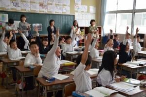 """สังคมผู้สูงวัยเล่นงาน โรงเรียนในญี่ปุ่นส่อ """"เจ๊ง"""""""