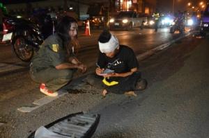 วัยรุ่นซิ่งเก๋งชนคนเดินข้ามถนนดับ หน้าโรงงานซีพีลาดหลุมแก้ว