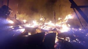 หนีตายวุ่น ไฟไหม้บ้านเรือนชุมชนจรัญฯ 78 วอด 7-8 หลัง