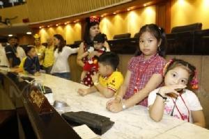 รัฐสภาต้อนรับเด็กๆ สนุกสนานจัดกิจกรรม-ของรางวัลมากมาย