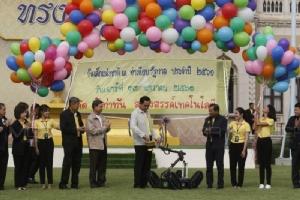 """""""ลุงตู่"""" ยันประชาธิปไตยแบบไทยให้เน้นเด็กๆ ใช้เทคโนโลยีพัฒนา"""