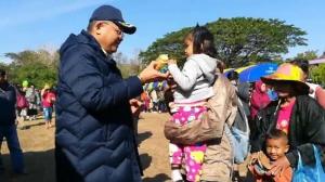 งานวันเด็กหนองคายจัดโชว์ให้อาหารปลา ส่วน นรข.มุกดาหารนำยุทโธปกรณ์ให้เด็กชม