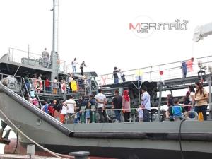 ทัพเรือสงขลาจัดแสดงยุทโธปกรณ์ครบครัน นำเด็กและผู้ปกครองลงเรือทัศนศึกษา