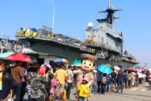 หมู่มวลเด็กนับแสนแห่ชม 4 เรือรบพิฆาตแห่งราชนาวีไทย ในวันเด็กแห่งชาติ