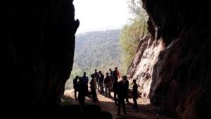 ตะลึง! พบรอยเท้ามนุษย์ยักษ์โผล่บนหินหน้าปากถ้ำค้างคาวสุโขทัย