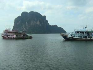 ตรังจัดเจ้าหน้าที่กวดขันความปลอดภัยเรือ-นักท่องเที่ยว สั่งห้ามออกจากท่าหากไม่ทำตาม