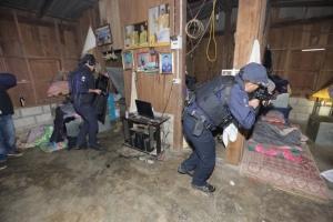 ลุยค้นบ้านชาวเขา 3 อำเภอ จ.เชียงใหม่ ขยายผลจับยาไอซ์ 200 กก.