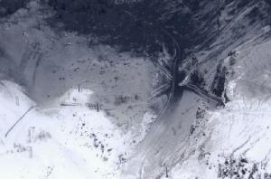 ภูเขาไฟปะทุ-หิมะถล่มใส่สกีรีสอร์ตญี่ปุ่น บาดเจ็บอย่างน้อย 16 คน