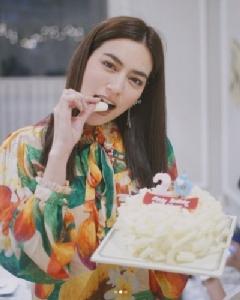"""ชมภาพปาร์ตี้วันเกิด """"คิมเบอร์ลี่"""" ปีนี้มันก็จะดอกๆ หน่อย"""