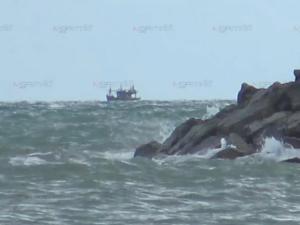 เดือดร้อน! ชาวประมงพื้นบ้านบ่ออิฐโวยถูกเรืออวนลากเข้าจับปลาในเขตหวงห้าม
