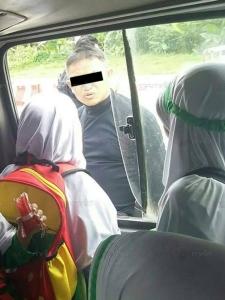 โวยทหาร! ล้อมจับคนขับรถตู้โรงเรียนต้องสงสัยมือบึ้มเสาไฟที่เบตง ทำ 5 นักเรียนตกใจจนป่วย