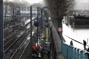 In Clip : ฝรั่งเศสสั่งอพยพด่วนเกือบ 1,500 คนจากปารีสและบริเวณโดยรอบ หลังระดับน้ำในแม่น้ำแซนยังสูงต่อเนื่อง
