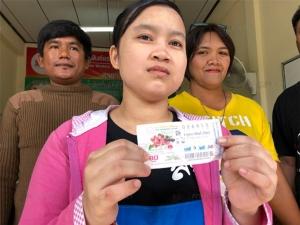 เศรษฐีใหม่! สาวโรงงานชาวเมียนมาร์ถูกสลากกินแบ่งรัฐบาลไทยรางวัลที่ 1 รวยเละ 6 ล้านบาท