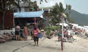 ฝรั่งสุดช็อก! ตัดเล็บมือครึ่งชั่วโมงริมหาดสมุย โขกราคา 3,500 บ.