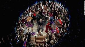 """""""จัสติน ทิมเบอร์เลก"""" ขนเพลงฮิตโชว์ศึกซูเปอร์โบว์ลงานนี้โดนฉะเละพา """"พรินซ์"""" ขึ้นเวทีด้วย"""