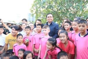 นายกรัฐมนตรีเยี่ยมชมชุมชนริมน้ำจันทบูร พบปะประชาชนใน จ.จันทบุรี