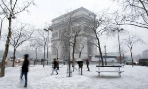 หิมะตกหนักในปารีส-ภาคเหนือฝรั่งเศส หอไอเฟลปิดให้บริการ