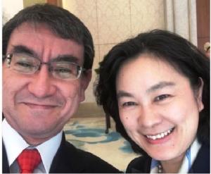 ญี่ปุ่นยิ้มจีนปลื้ม! รมต.ต่างประเทศญี่ปุ่นเซลฟี่คู่โฆษกหญิงเหล็กของจีน