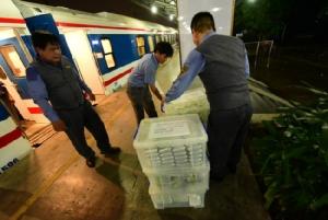 รถไฟสายฮานอย-โฮจิมินห์ ลดแจกข้าวผู้โดยสารเหตุเหลือทิ้งจำนวนมาก