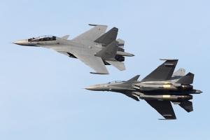 ดูนักบินเทพเสือเหลืองขับ Su-30 ลำซิ่งกลางเวหา ยิงพลุร้อนสนั่นลั่นฟ้ากระหึ่มสิงคโปร์แอร์โชว์