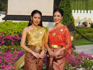"""งามอย่างไทย """"ลาล่า-ลูลู่-แนน-โบว์ลิ่ง"""" ชวนแต่งชุดย้อนยุค เที่ยวงาน""""อุ่นไอรัก คลายความหนาว"""""""