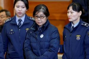 """ศาลสั่งจำคุก 20 ปีเพื่อนสนิท """"พัค กึน-ฮเย"""" รีดสินบนแชโบล-ประธาน """"ล็อตเต้"""" โดนคุก 2 ปีครึ่ง"""
