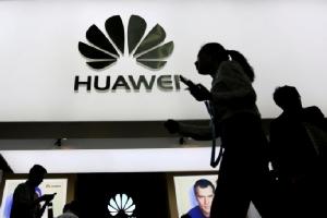 """FBI, CIA, และ NSA เตือนชาวอเมริกันอย่าใช้โทรศัพท์ """"Huawei"""""""