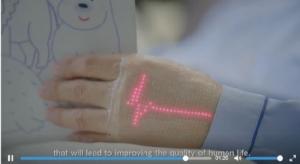 """ชมภาพทดสอบจริง """"E-Skin"""" โชว์อัตราเต้นหัวใจได้บนหลังมือ"""