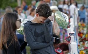 นักเรียนหนุนคุมปืน-ถอนหงอกทรัมป์ ชี้โยนบาป FBI เสี้ยมอเมริกันแตกแยก