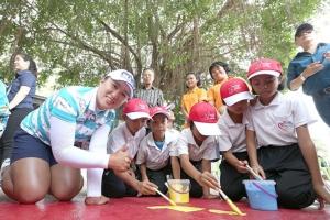 """""""โปรเม"""" นำทัพผู้เล่นระดับโลก!! ทาสีสนาม มอบอุปกรณ์กีฬา ทุนอาหารกลางวัน เพื่อเด็กๆ ก่อนแข่ง """"ฮอนด้า แอลพีจีเอ ไทยแลนด์"""""""