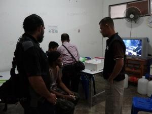 ทหาร ตำรวจไล่ตะครุบเซียนพนันฟุตบอล หลังตระเวนกวาดล้างในทุ่งหว้า จ.สตูล