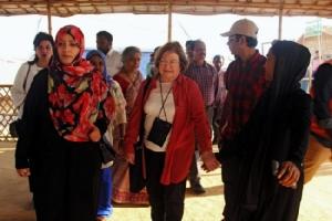 """โนเบลหญิงชาวเยเมนแนะ """"ซูจี"""" ควรคัดค้านทหารหรือลาออกจากตำแหน่งกรณีโรฮิงญา"""