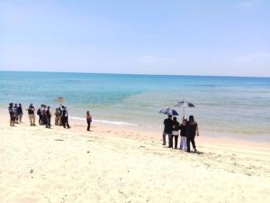 เศร้า! ญาตินักท่องเที่ยวจีนจมน้ำดับที่พังงา รอพบอีกศพก่อนทำพิธี เหตุทั้งสองเพิ่งแต่งงานกัน