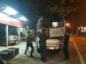 ตำรวจ-ทหาร รวบ 2 หนุ่มสาวรับจ้างชาวเขาขนยาบ้าซุกตะกร้าผลไม้ 3 แสนเม็ดเข้าเชียงใหม่
